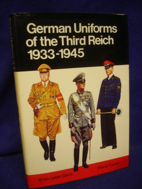 German Uniforms of the Third Reich 1933-1945 in colour