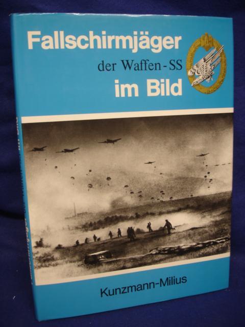 Fallschirmjäger der Waffen-SS im Bild.