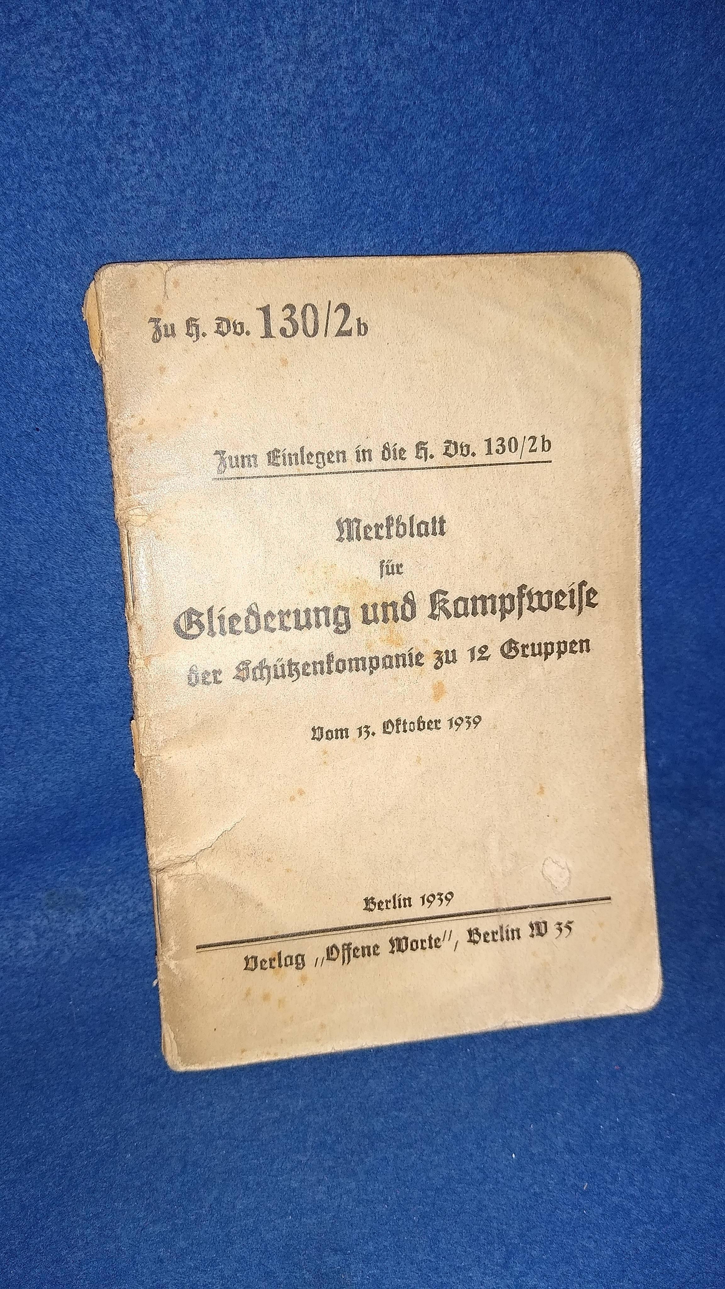 Zu H.Dv. 130/2b. Zum Einlegen in die H.Dv. 130/2b. Merkblatt für Gliederung und Kampfweise der Schützenkompanie zu 12 Gruppen.