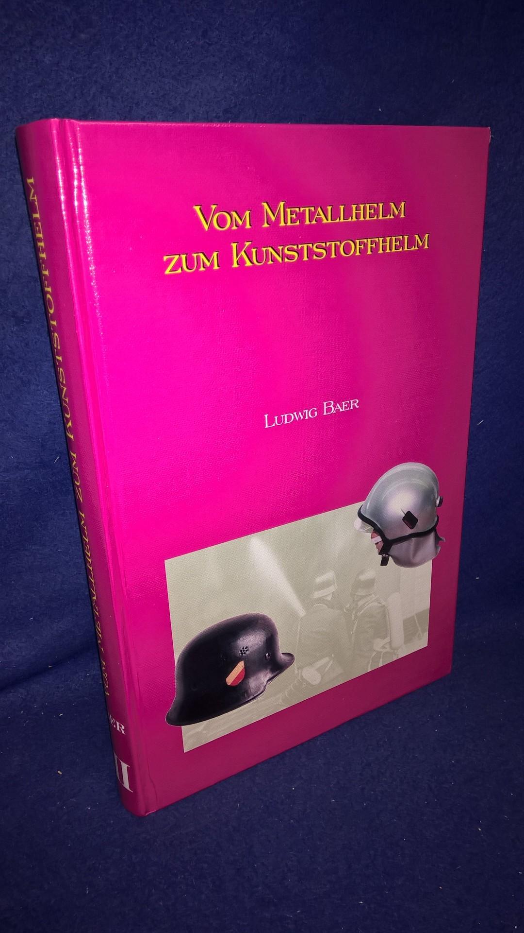 Vom Metallhelm zum Kunststoffhelm. Die Entwicklungsgeschichte des deutschen und österreichischen Feuerwehrhelmes sowie des deutschen Luftschutzes.