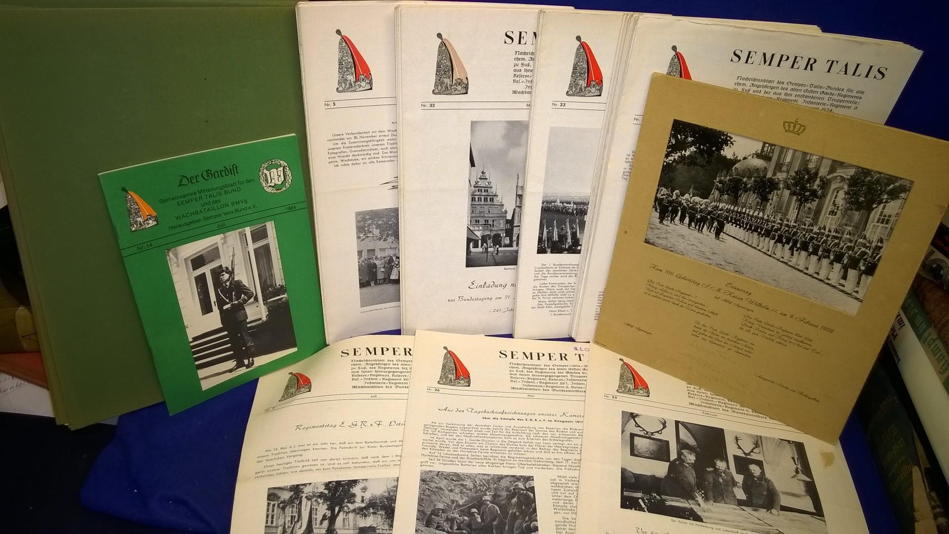 Konvolut von 40 Nachrichtenblätter ( 1961 bis 1976, nicht durchlaufend komplett) des Semper Talis-Bundes für alle ehem. Angehörigen des alten Ersten Garde-Regiments zu Fuß und der aus ihm entstandenen Truppenteile: 1.Garde-Reserve-Regiment, Infanterie-Reg